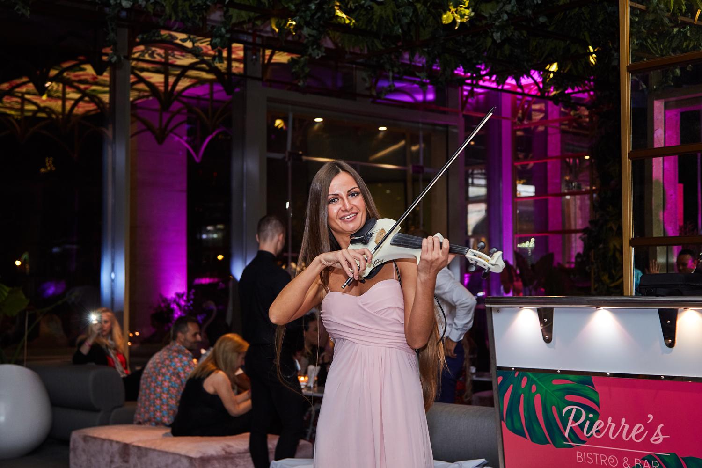 Ladies-Night-Dubai-Pierres-Bistro-and-Bar