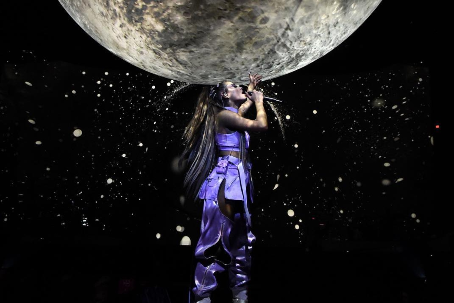 Everything That Went Down During Night One Of Ariana S World Tour Celebs Homepage Cosmopolitan Middle East