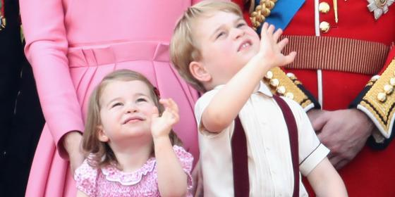 19 Adorable Photos Of Prince George And Princess Charlotte On The Palace Balcony!