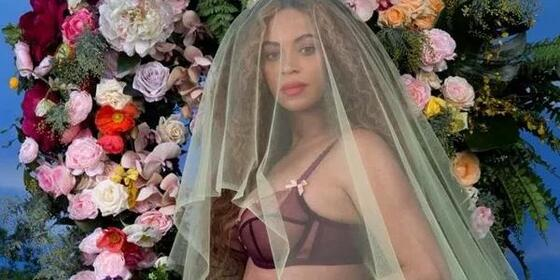 All The Signs That Beyoncé Is Dropping About Her Being Preggers Again