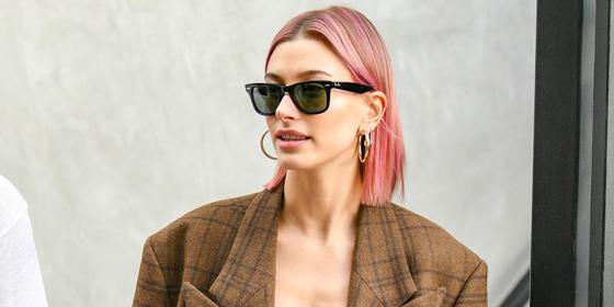Hailey Baldwin Just Dyed Her Hair Bright Pink And It Looks Amazing