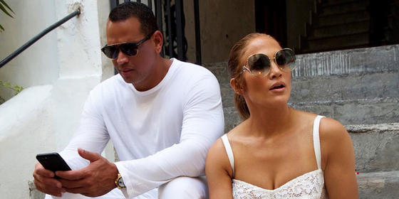 Jennifer Lopez Is Engaged And The Ring Really Says It All