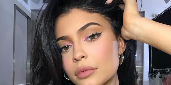 """Kylie Jenner says she will be using her """"personal and brand channels"""" to """"share news updates from public health officials"""""""