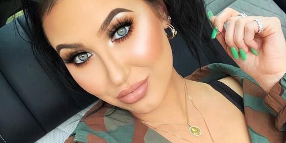 Jaclyn Hill Is Getting Dragged For Having Hairs And Bumps In Her Lipsticks