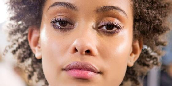 Does castor oil make eyelashes grow longer?