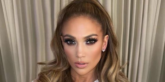 Chunky highlights are a thing again, according to Jennifer Lopez
