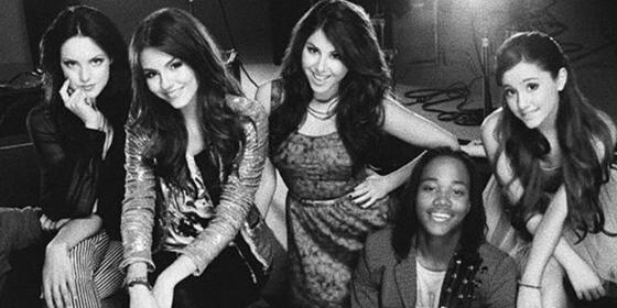Ariana Grande just celebrated Victorious' 10 year anniversary with a virtual reunion