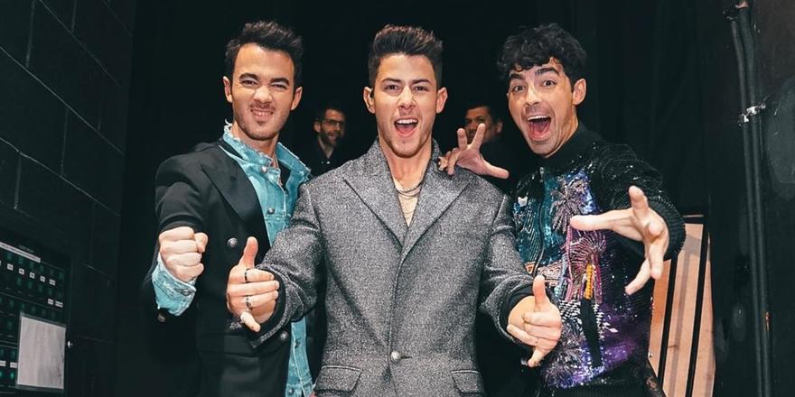 All The Deets On The Jonas Brothers' 'Happiness Begins' Tour
