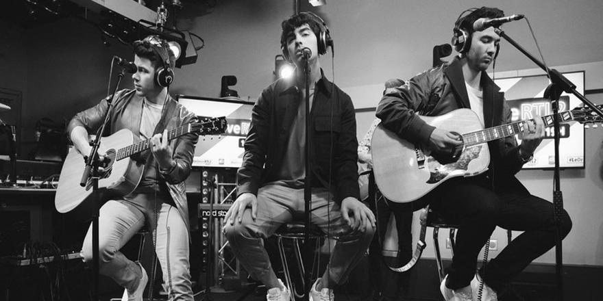 Hold Me! The Jonas Brothers Just Released The Track List For Their Upcoming Album