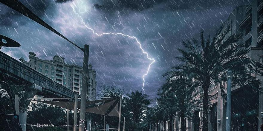 The most LOL-worthy Twitter reactions to the lightning and rain storm last night
