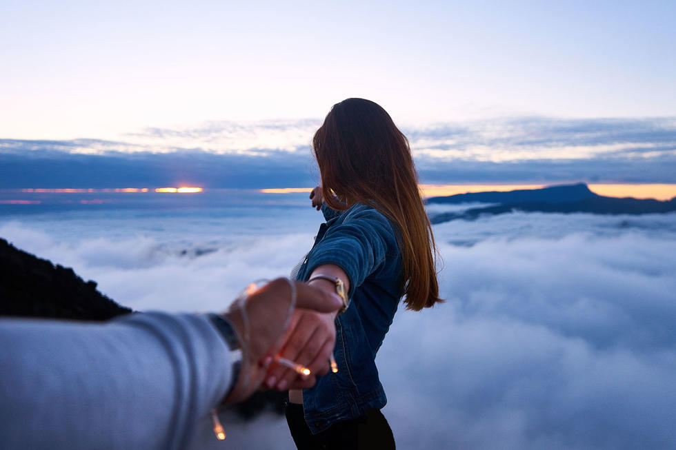Why You Really Should Act Single When You're In A Relationship