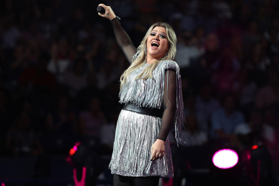 Kelly Clarkson's Version Of Shallow Is Giving Us Chills