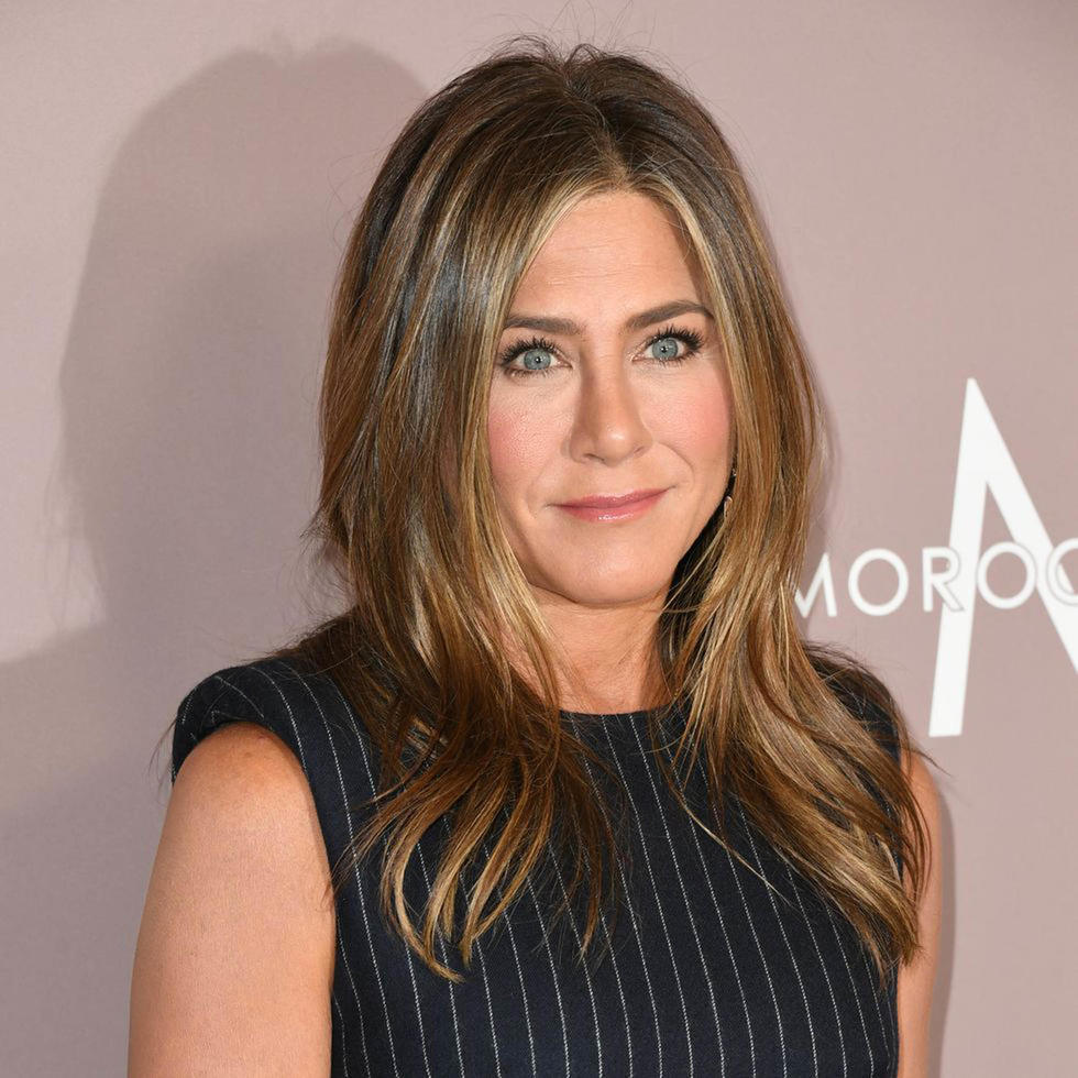 Jennifer Aniston Went Out With Her Natural Waves And They Re A Beachy Dream Beauty Celebs Cosmopolitan Middle East