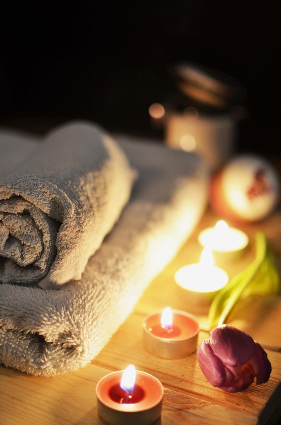 Essential Oils for Baths 101: A Celebrity Dermatologist Weighs In