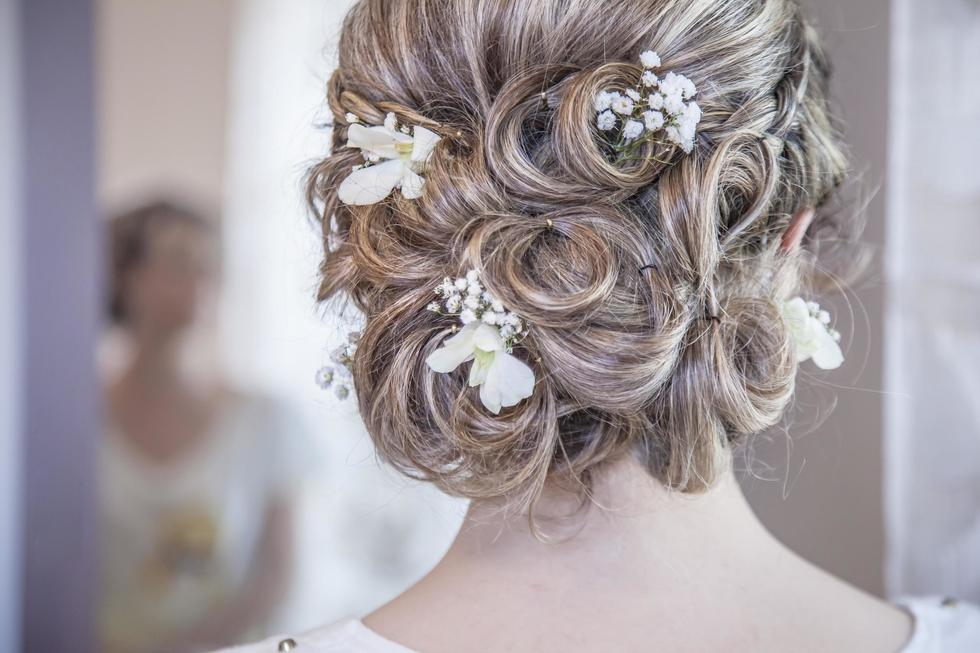 10 Chic Bridal Hairstyles That Prove Less Is More