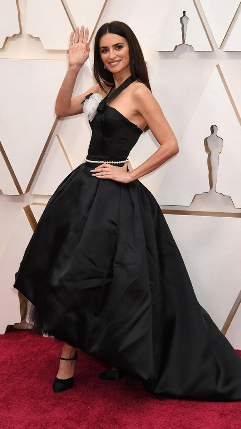 Penelope Cruz wears a gown from Chanel and jewellery from Swarovski