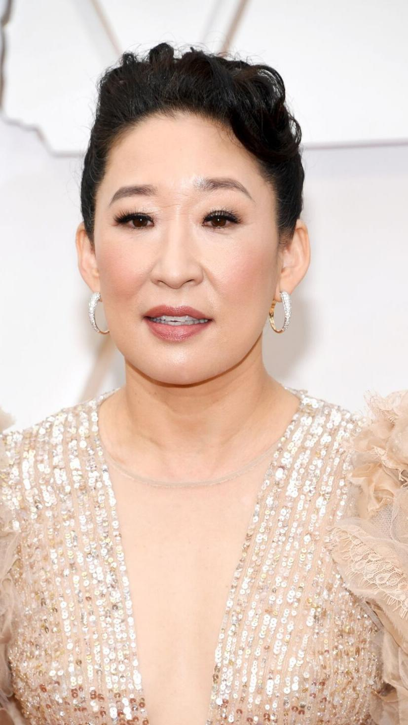 Everything about Sandra Oh's look was on fleek. Her pulled back hair and simple makeup was the best choice to show off the glittery neckline on her fabulous dress.
