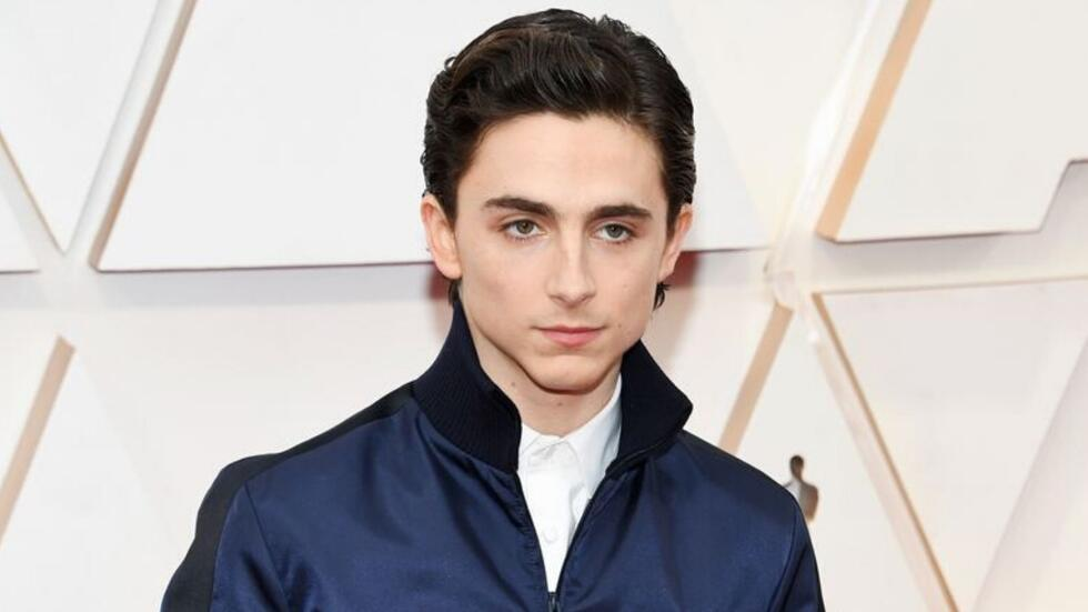 Twitter thinks Timothée Chalamet looked like a gym teacher at the 2020 Oscars