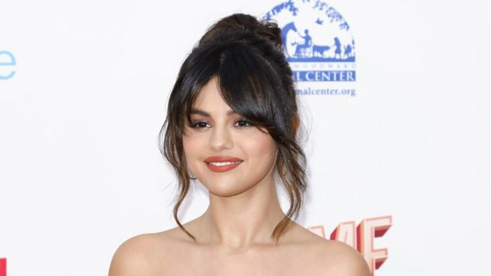 Selena Gomez looks completely different with a full head of curls and caramel highlights