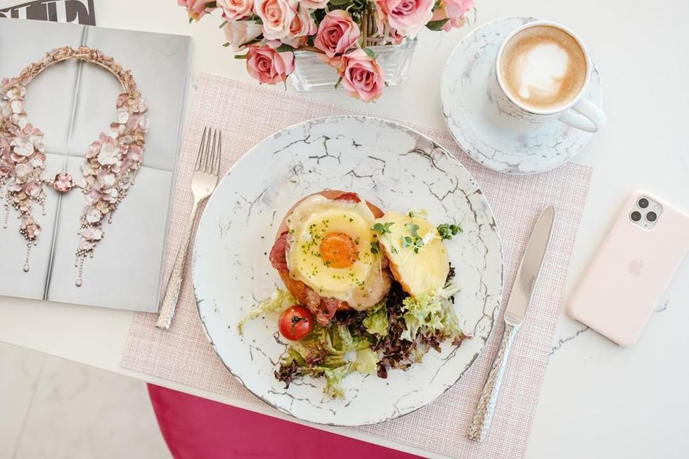 How do you like your eggs in the morning? We like ours from Lou'Loua by Nadia in a Portuguese bun *drool*. The uber cute cafe are also giving away a free immunity booster with every delivery.