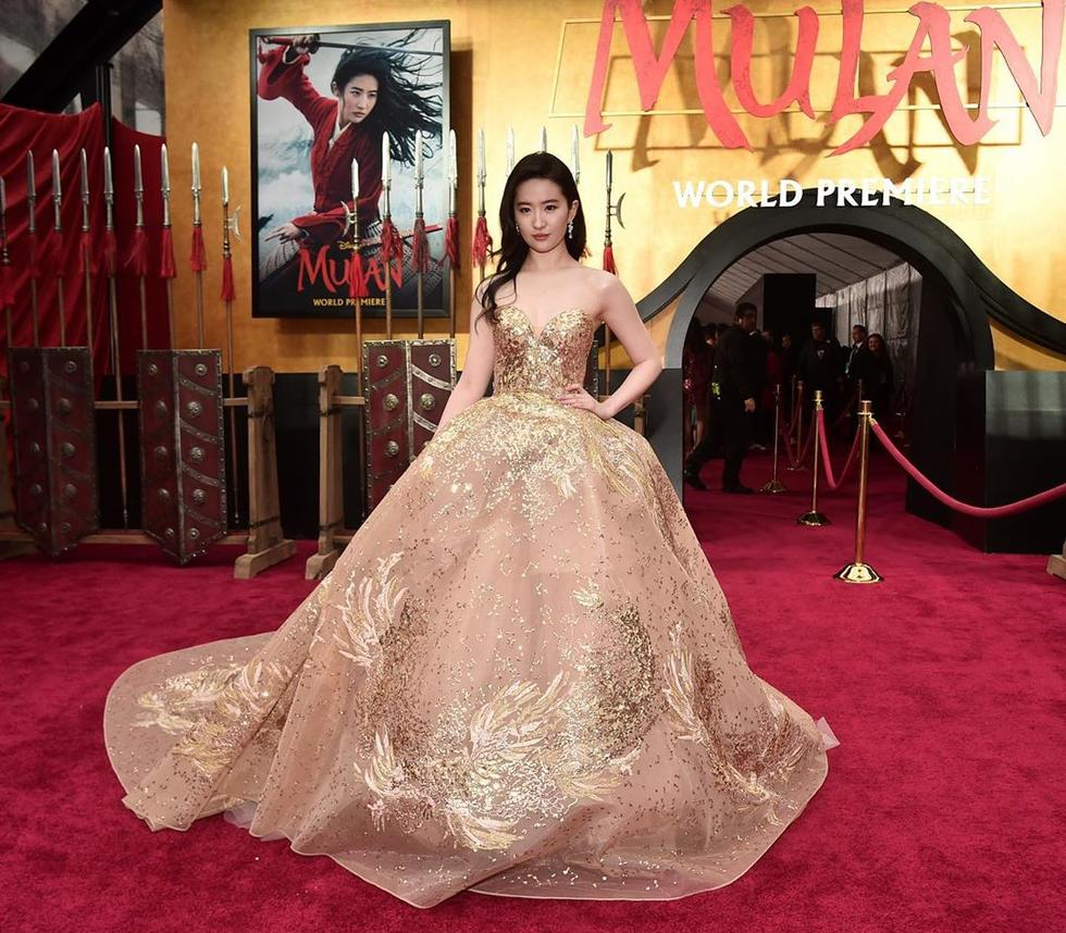 Liu Yifei looked like a real life Disney princess at the Mulan premiere in an Arab designer