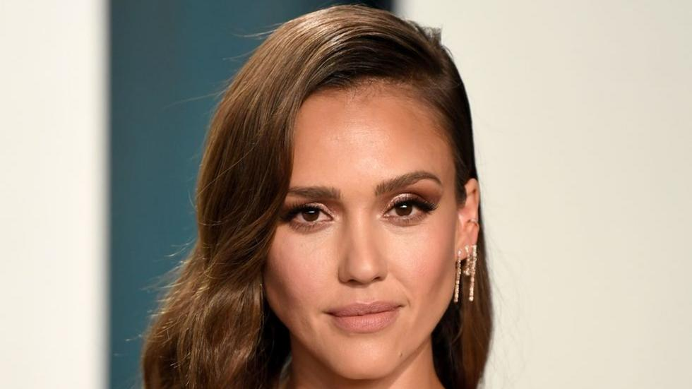 Jessica Alba's smoky eye trick is so clever (we're 100% stealing it)