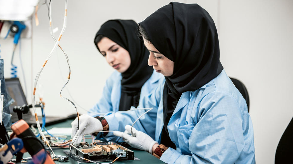 Sheikh Mohammed launches a training programme for young Arabs to gain experience in space tech