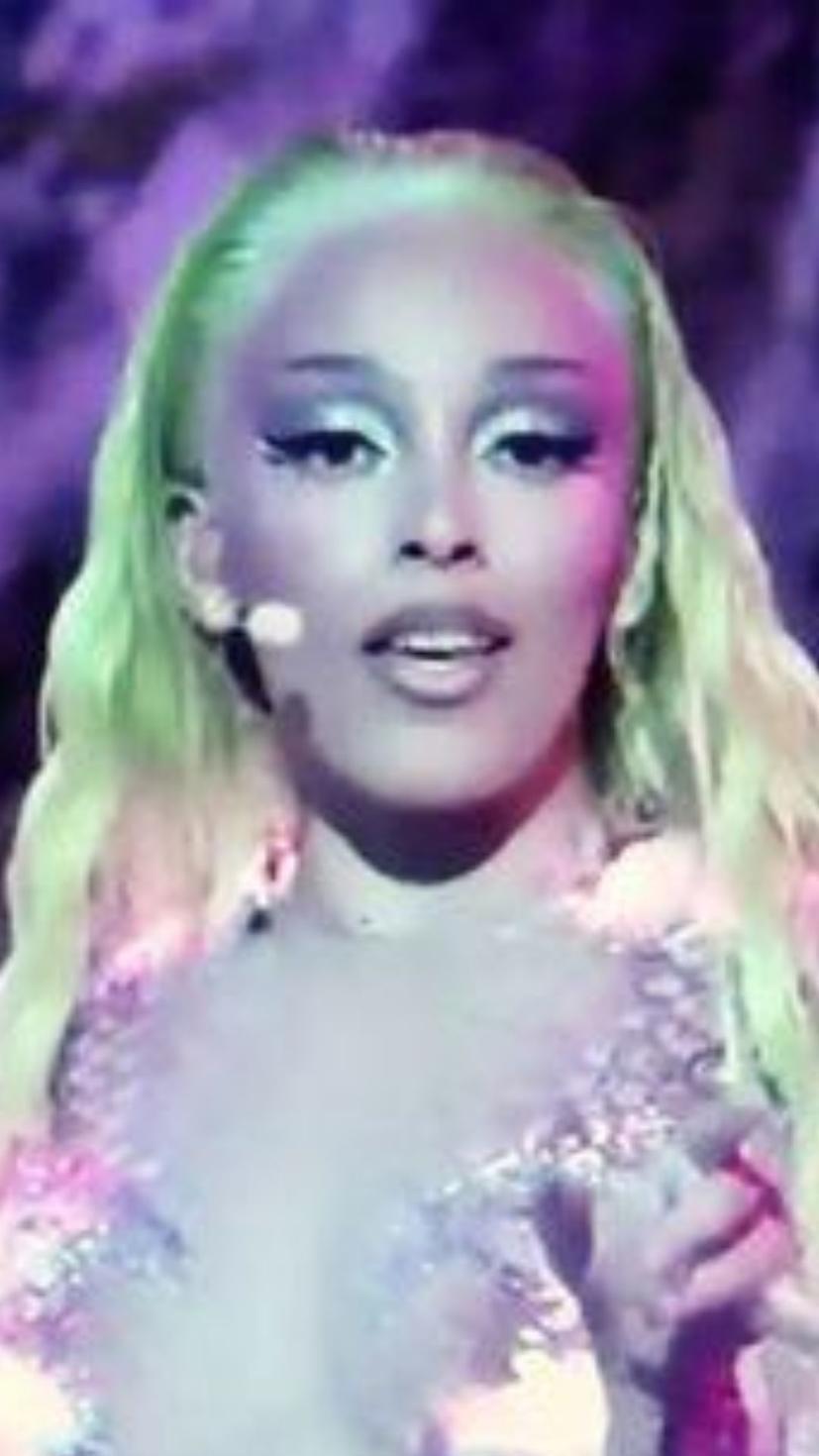 VMAs 2020, VMAs Social Distancing, Best VMA 2020 glam, Best Beauty Looks VMAs
